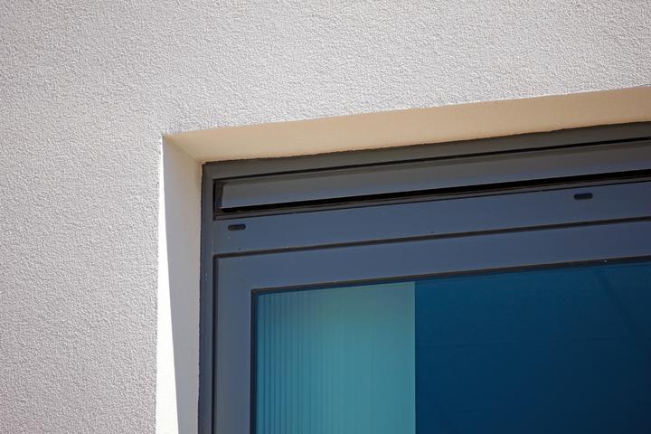 Natuurlijke luchttoevoer via ventilatierooster in het raam