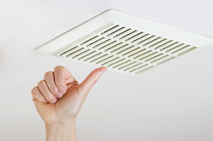 Ventilatierooster in plafond plaatsen